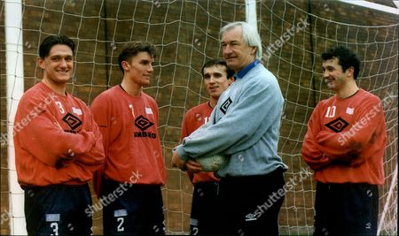 Everton Manager Mike Walker With Andy Hinchcliffe Matt Jackson Barry Horne And Paul Holmes.