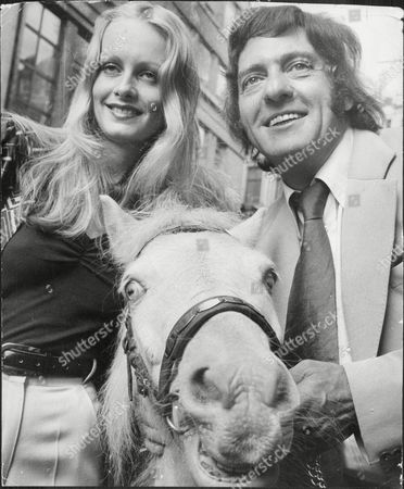 Harry H Corbett And Twiggy At A Photocall For The Pantomime Cinderella.