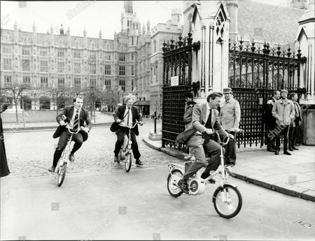 Cycle Racing And Cycling Mp's Simon Hughes Ian Twinn And Lord Alfred Dubs On Electric Bikes.