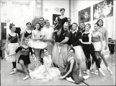 England Rugby Players Attend A Ballet Class With The English National Ballet. Brian Moore With Theresa Jarvis Sandra Ashwin And Zara Deakin.