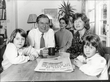 Sir Norman Fowler Wife Fiona And Children Kate Oliver And Isobel Sit Together Over The Kitchen Table. Baron Fowler Of Sutton Coldfield.