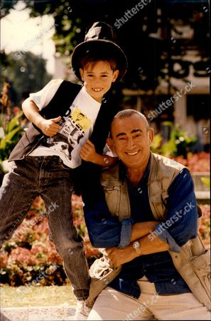 Writer And Composer Lionel Bart With Young Actor Mark Entwistle Lionel Bart (1 August 1930 A 3 April 1999) Was A Writer And Composer Of British Pop Music And Musicals Best Known For Creating The Book Music And Lyrics For Oliver!.
