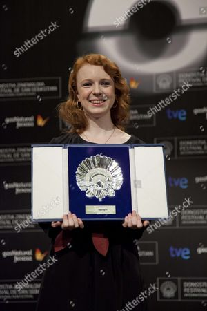 Katie Coseni wins the Silver Shell award for best actress
