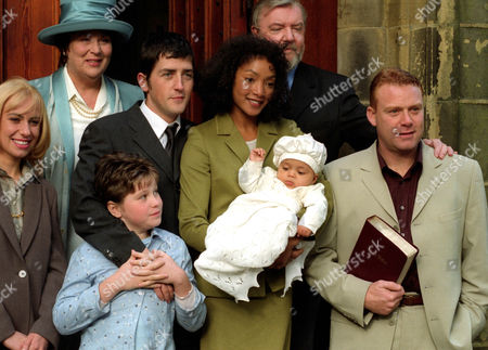 Pam Ferris as Peggy Snow, Jason Done as Stephen Snow, Paulette Williams as Jacqui Richards, Tony Haygarth as Vic Snow and Thomas Craig as Simon Goddard