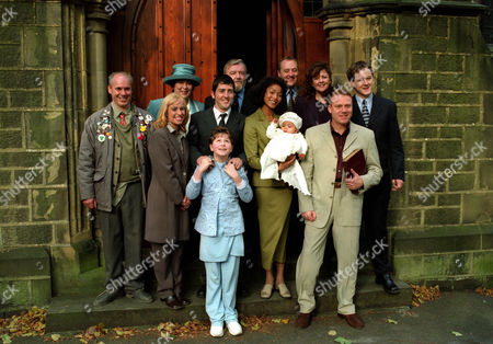 Pam Ferris as Peggy Snow, Jason Done as Stephen Snow, Tony Haygarth as Vic Snow, Paulette Williams as Jacqui Richards, Thomas Craig as Simon Goddard,