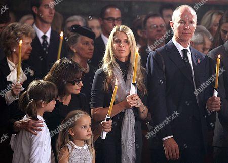 Stock Image of Catherine Oxenberg (centre), daughter of Princess Elizabeth Karadjordjevic (L), her husband (right), and her daughters Maya and Celeste