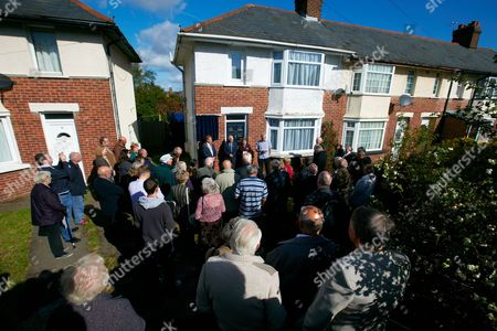 Stock Picture of General view of the unveiling a blue plaque in honour of Ronnie Barker on his former family home in Cowley