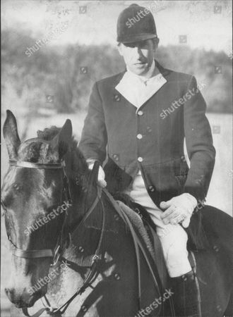 David Somerset 11th Duke Of Beaufort Out Hunting David Robert Somerset 11th Duke Of Beaufort (born 23 February 1928) Known As David Somerset Until 1984 Is A British Peer. He Is The Son Of Henry Robert Somers Fitzroy De Vere Somerset And Bettine Violet Malcolm And Was Educated At Eton College. He And His Family Descend In The Male Line From Edward Iii Of England; The First Somerset Was An Legitimized Son Of Henry Beaufort Duke Of Somerset Whose Grandfather Was An Legitimized Son Of John Of Gaunt. He Married Firstly Lady Caroline Jane Thynne (28 August 1928 A 22 April 1995) Daughter Of Henry Thynne 6th Marquess Of Bath On 5 July 1950. The Marriage Took Place At St Peter's Church Eaton Square In The Presence Of The King And Queen And Members Of The Royal Family. David Somerset Married Secondly Miranda Elisabeth Morley (born 1947) On 2 June 2000. She Is A Daughter Of Brigadier General Michael Frederick Morley. Beaufort Was Nominated To The International Best Dressed List Hall Of Fame In 1988.