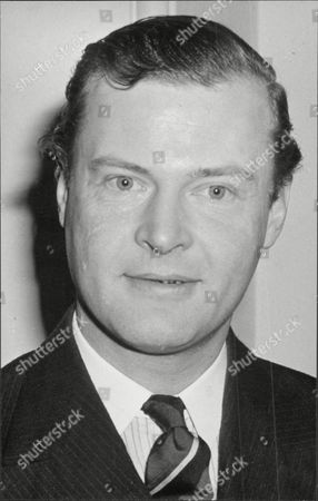 Politician Mp Lord Bathurst 8th Earl Bathurst Henry Allen John 8th Earl Bathurst Dl (1 May 1927 A 16 October 2011) Styled Lord Apsley From 1942 To 1943 Was A British Peer Soldier And Conservative Politician. He Was Most Recently Known For An Altercation With Prince William. Marriage : Judith Mary Nelson (1959 Adivorced 1976) With Whom The Earl Had Three Children Miss Gloria Clarry (feb 1978).