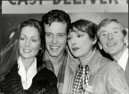 Lorraine Chase Stephen Grives Miriam Karlin And Kenneth Williams At A Photocall For The Play 'the Undertaking'.