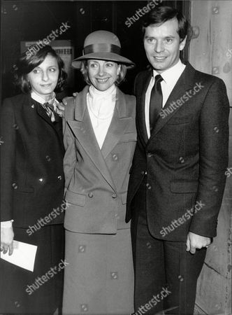 Stock Image of Gwyneth Henderson With Her Children Mathew And Connie At The Dickie Henderson Memorial Service.