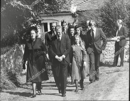 Designer David Hicks With Wife Lady Pamela Hicks And Daughter India Hicks Lead The Mourners To The Grave At Funeral Prince Philip And Prince Charles Prince In Background David Nightingale Hicks (25 March 1929 A 29 March 1998) Was An English Interior Decorator And Designer Noted For Using Bold Colours Mixing Antique And Modern Furnishings And Contemporary Art For His Famous Clientele He Married Lady Pamela Mountbatten (born 19 April 1929) The Younger Daughter Of The 1st Earl Mountbatten Of Burma By His Wife The Former Edwina Ashley. David And Pamela Hicks Were Married On 13 January 1960 At Romsey Abbey In Hampshire. They Had Three Children:.