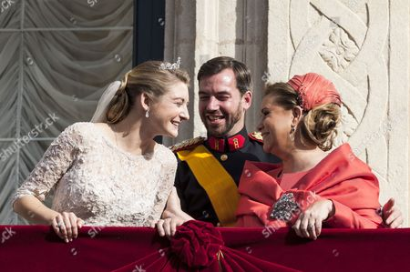 Countess Stephanie de Lannoy and Hereditary Grand Duke Guillaume with Grand Duchess Maria Teresa of Luxembourg on the balcony