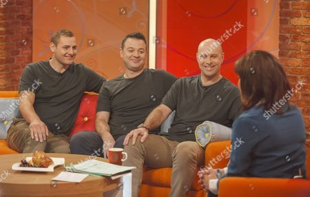 Soldiers : Lance Corporal Ryan Idzi, Staff Sergeant Richie Maddocks and Sergeant Major Gary Chilton with Lorraine Kelly