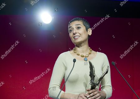 Zainab Salbi with the Woman of the Year Award 2012