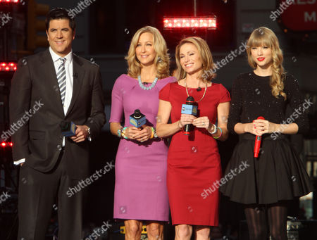 Josh Elliot, Lara Spencer, Amy Robach with Taylor Swift