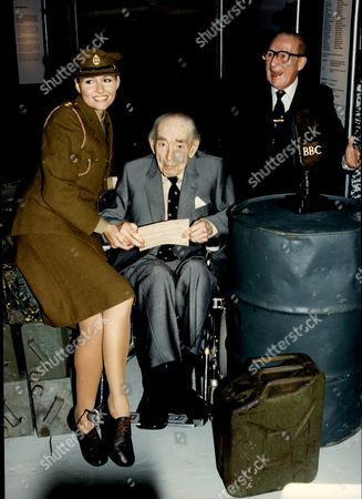 Charlie Chester (r) Comedian John Snagge Former Bbc Announcer And Jo Lewis (in Ww2 Uniform) All At Imperial War Museum For D-day Anniversary 1994.