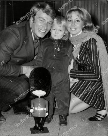 Singer Frank Ifield With Wife Gillian And Son At Lap Francis Edward Ifield (born 30 November 1937) Is An Australian-english Easy Listening And Country Music Singer. He Achieved Considerable Success In The Early 1960s Especially In The Uk Singles Chart Where He Had Four Number 1 Hits Between 1962 And 1963.