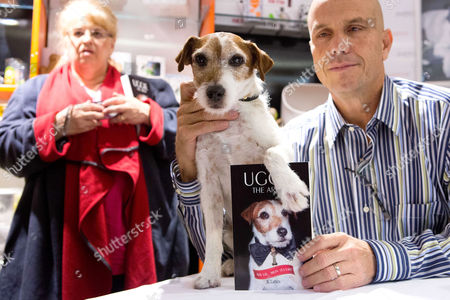 """Famous dog """" Uggie """", flanked with his owner Omar von Muller"""