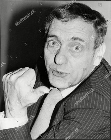 Actor Harry H Corbett Harry H. Corbett Obe[1] (28 February 1925 A 21 March 1982) Was An English Actor. Corbett Was Best Known For His Starring Role In The Popular And Long-running Bbc Television Sitcom Steptoe And Son In The 1960s And 1970s. Corbett Was Regarded As One Of Britain's First Method Actors And Early In His Career He Was Dubbed 'the English Marlon Brando' By Some Sections Of The British Press.