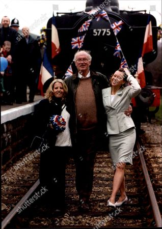 Editorial picture of The Railway Children Sally Thompsett And Jenny Agutter With Their Screen Father Iain Cuthbertson.