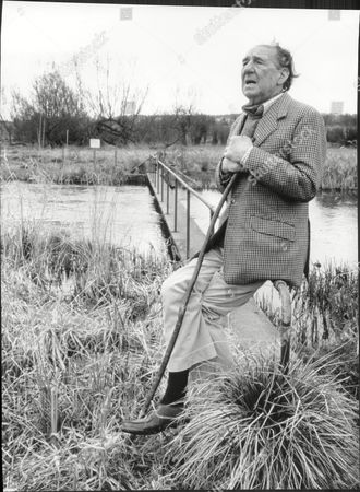 Sir Michael Hordern Actor North Wessex Downs 1988.