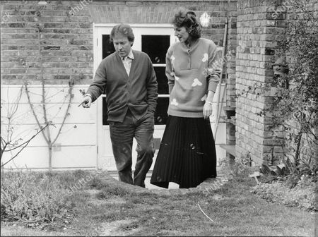 Jane How Actress At Home With Roddy Llewelyn 1988.