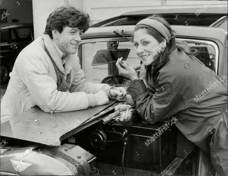 Jane How Actress With Alan Hunter Both Leaning Over Car 1980.