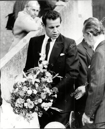 Terry Downes Former Boxer With Wreath At Funeral Of Violet Kray Mother Of The Kray Twins 1982.