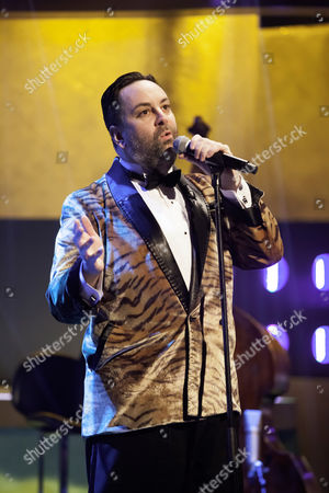 Stock Picture of Richard Cheese and Lounge Against the Machine.