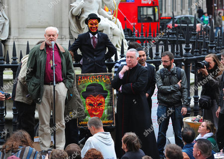 The Occupy London Camp Is Addressed By The Dean Of St Paul And The Bishop Of London This Morning. The Dean Of St Paul's Graeme Knowles Listens To The Bishop Of London Dr Richard Chartres Talking To Protesters. The Occupy London Camp At St Paul's Cathedral In London.