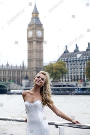 Miss World Line Up Miss England Alize Lily Mounter By The Thames.