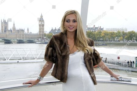 Miss World Line Up Miss England Alize Lily Mounter On The London Eye.