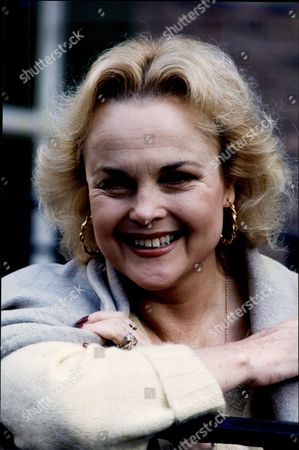 Sheila Gish (dead March 2005) Actress.