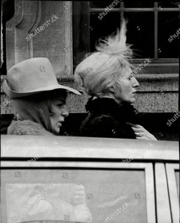 Mrs Charles Kray (dolly Ince) With Mrs Freddie Foreman (maureen Foreman) Wives Of The Men Involved In Kray Twins Trial.