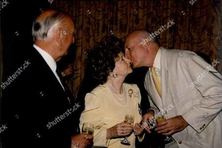 Gordon Honeycombe Author & Newsreader Kisses Dulcie Gray Actress At Foyles Lunch 1992.