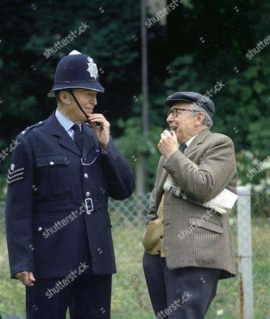 Behind the scenes. Jack Warner as Sergeant Dixon and Leslie Dwyer