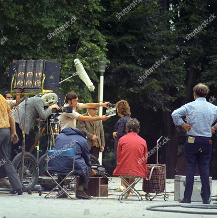 Behind the scenes. Leslie Dwyer and cast