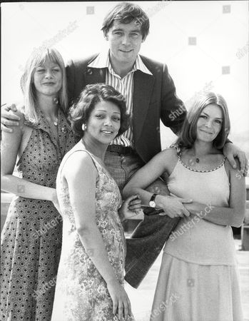 Michael Jayston With Fellow Actors Moira Foot Valerie Murray And Jola Blair 1975.