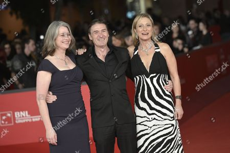 Kerry Fox, P J Hogan and Caroline Goodall