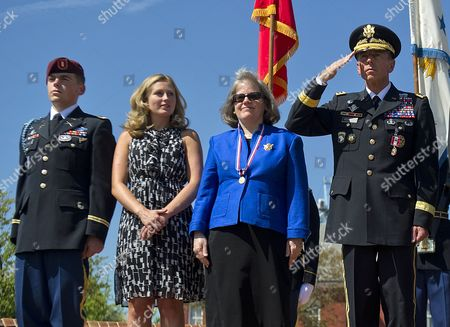 1st Lieutenant Stephen Petraeus, Anne Petraeus, Holly Petraeus and Army General David Petraeus