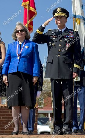 Holly Petraeus and General David Petraeus