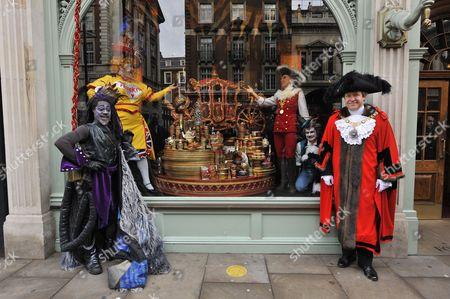 Lord Mayor of London Alderman Roger Gifford with characters from the Dick Whittington and his Cat pantomine