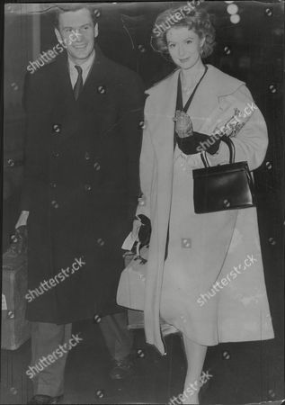 Moira Shearer Ballet Dancer & Actress With Husband Journalist Ludovic Kennedy Both At Euston 1958.