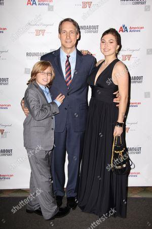 Gregg Edelman and family