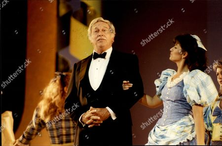 Howard Keel Actor & Singer On Stage At London Palladium For Queen Mother's 90th Birthday 1990.