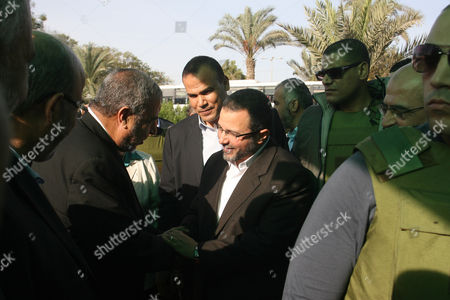 Egyptian Prime Minister Hesham Qandil arrives at Rafah border crossing in southern Gaza Strip, surrounded by bodyguards