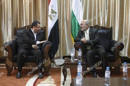 Palestinian Deputy Prime Minister in Gaza, Ziad al-Zaza (R) meets Egyptian Prime Minister Hesham Qandil at Rafah border crossing in southern Gaza strip
