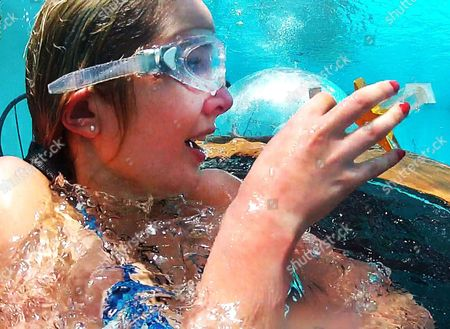 Bush Tucker Trial - Come Dive with Me - Helen Flanagan