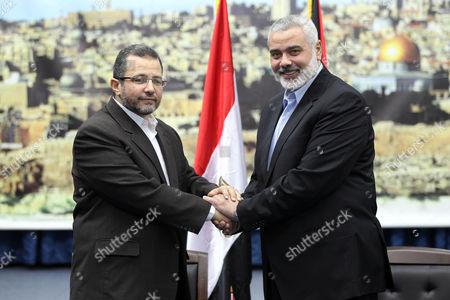 Ismail Haniyeh (R) and Hesham Qandil (L)